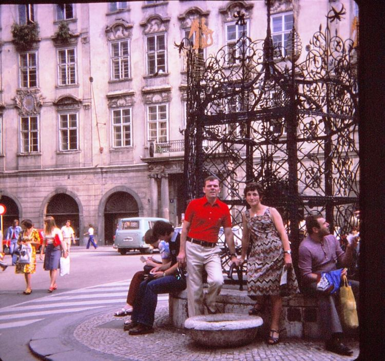 9 - Chateau - Prague 1977.jpg