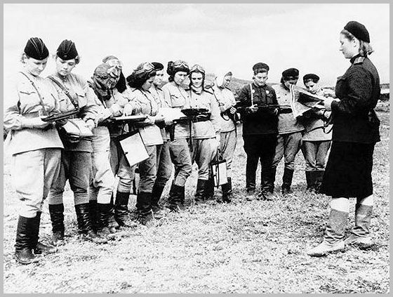russia-soviet-union-great-patriotic-war-second-world-war-ww2-eastern-ostfront-russian-front-images-pictures-photos-russian-women-fighter-pilots.jpg