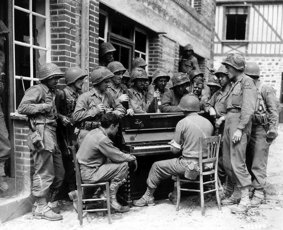 soldiers-piano.jpg