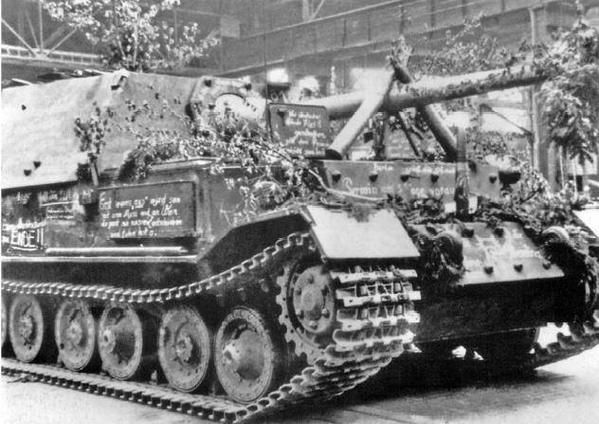 May 8, 1943 the 90th and last Ferdinand assembled at Nibelungenwerk decorated by the workers_twitter.com.jpg