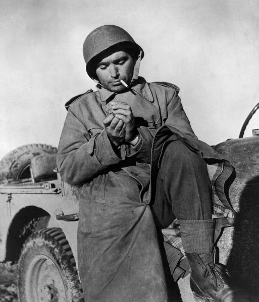 237015Robert_CAPA_in_Tunisia_1942.jpg