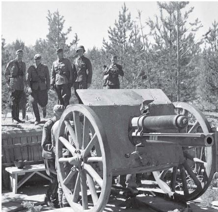 Finnish anti-tank gun 75 K17 bethlehem with wooden wheels.JPG