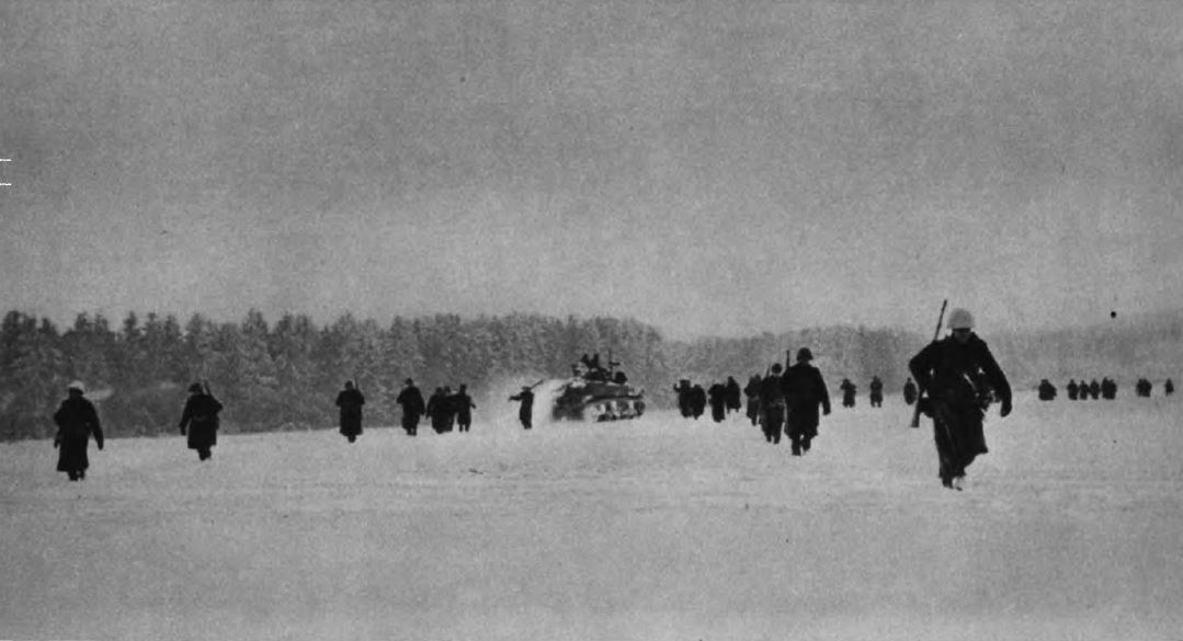 US - GIs progress under snow - to Laroche - Battle of the Bulge - 84th Inf Div - Battle of Germany.JPG