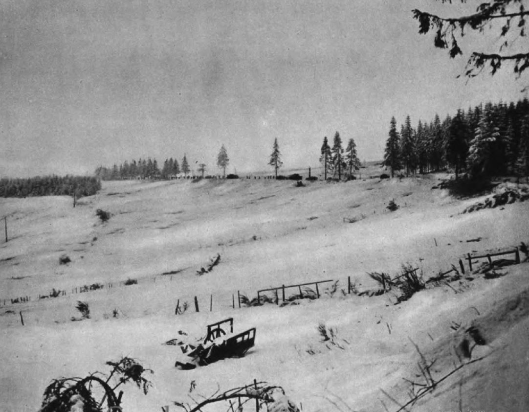 US - GIs progress ice road and under snow - to Samrée  - Battle of the Bulge - 84th Inf Div - Battle of Germany.JPG