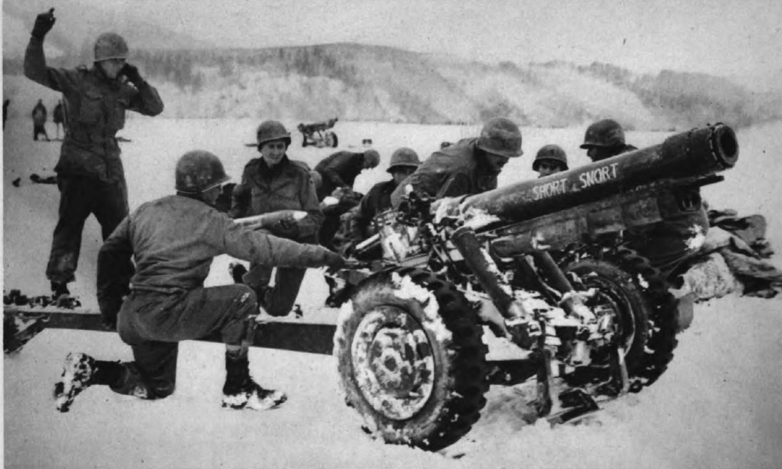 US - hotwitzer 105mm - Houffalize sector - Battle of the Bulge - 84th Inf Div - Battle of Germany.JPG