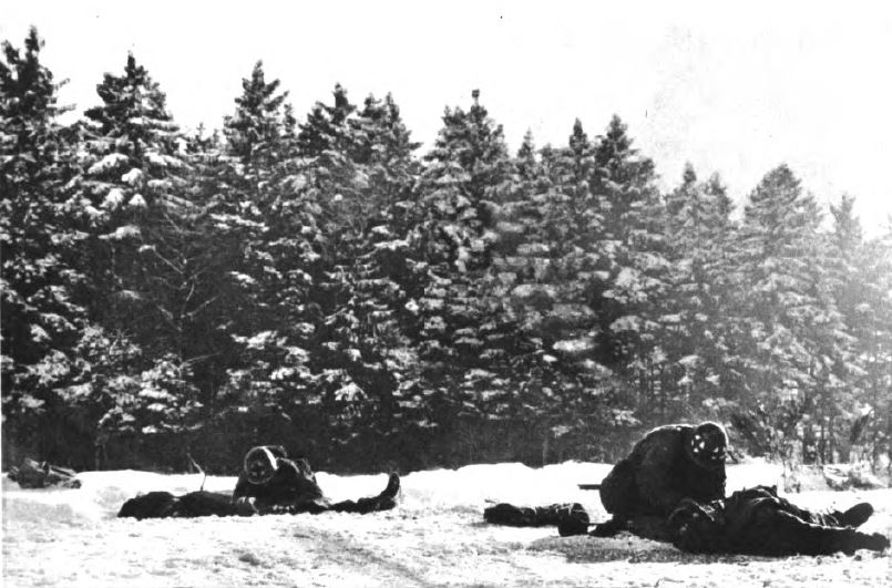 US - Medic under snow - Wounded per mortar - Battle of the Bulge - 84th Inf Div - Battle of Germany.JPG