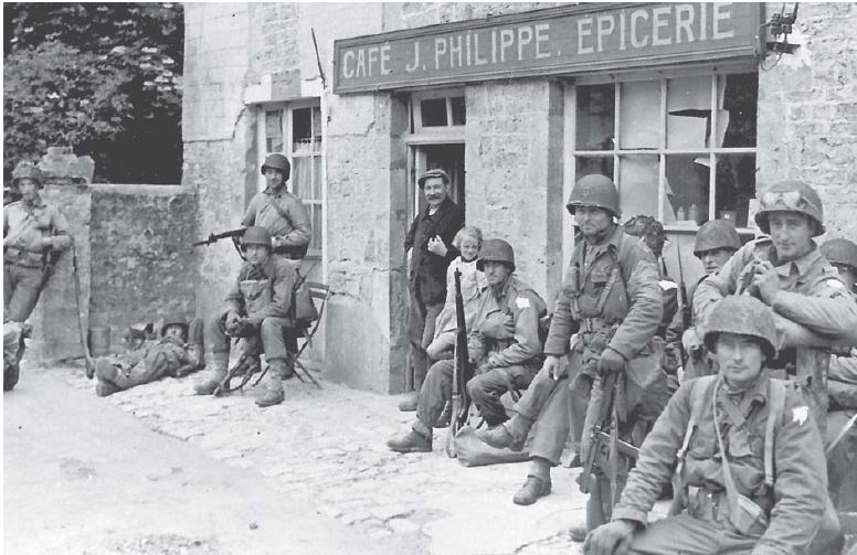 82nd para à St Mère Eglise. La censure a sévi sur la photo..JPG