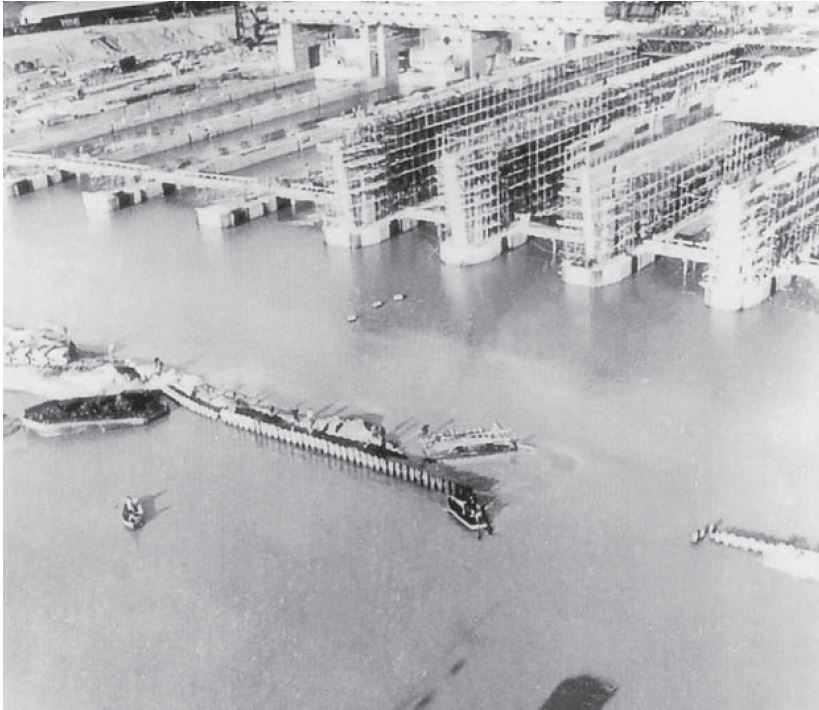 Base sous marin de Bordeaux en construction.JPG