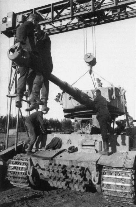 Remouting turret - tiger.jpg