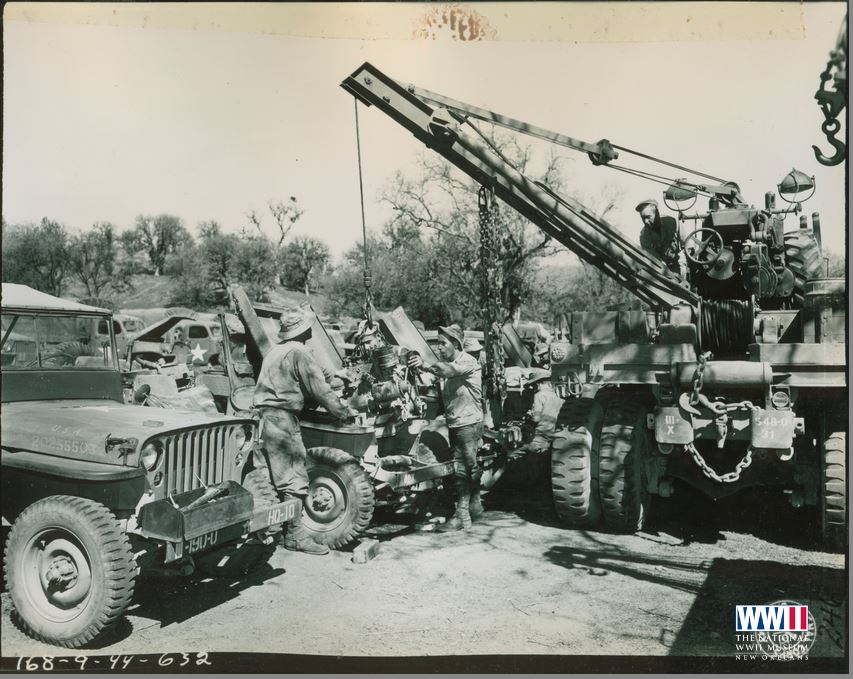 548th Ord HM Co (FA) Repair Line - Ton. 10 Ton Wrecker is used to remove motor from ton truck - 24 mars 1944.JPG