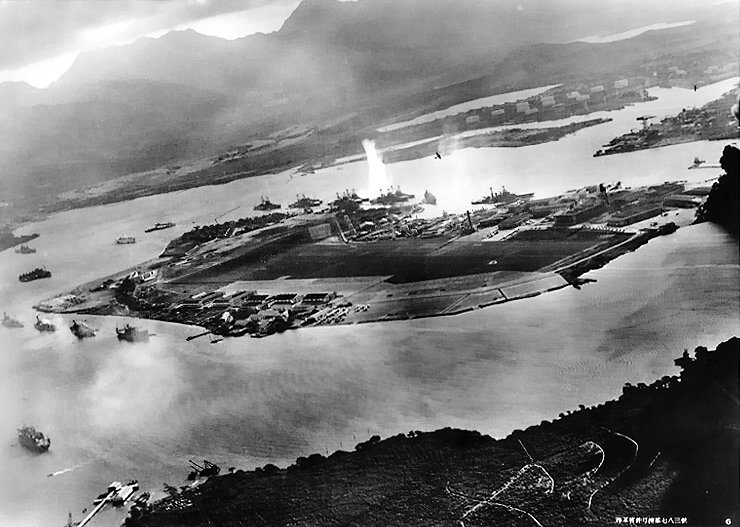2 Attack_on_Pearl_Harbor_Japanese_planes_view.jpg