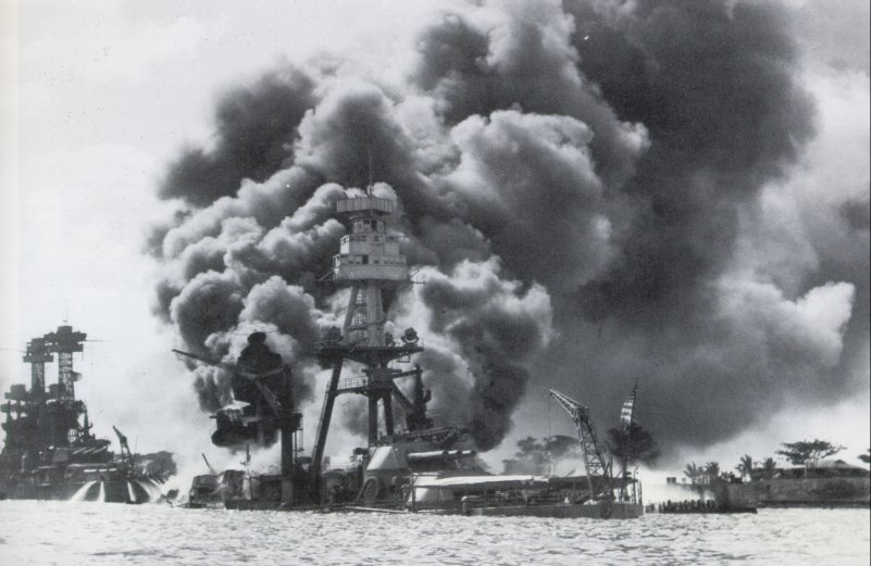 ARIZONA 1941 12 7 ,TENNESSEE  pearl harbour.jpg