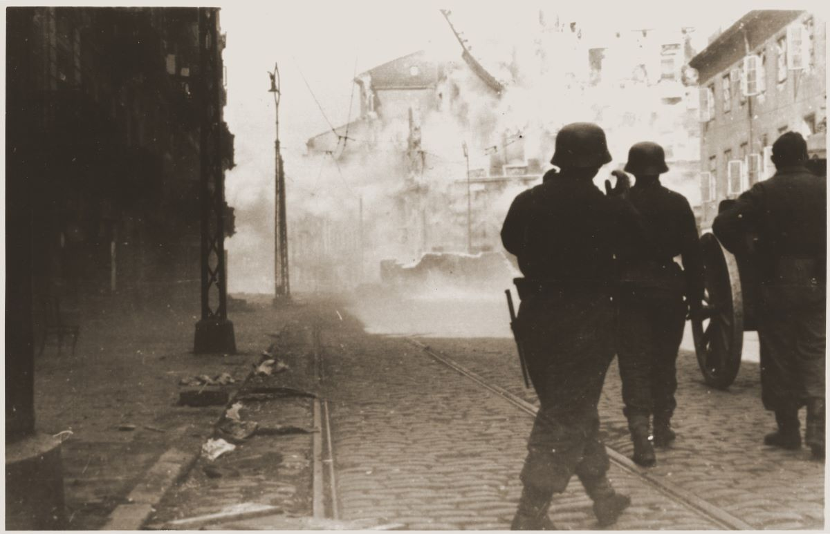 avril-mai 1943 ghetto Varsovie.jpg
