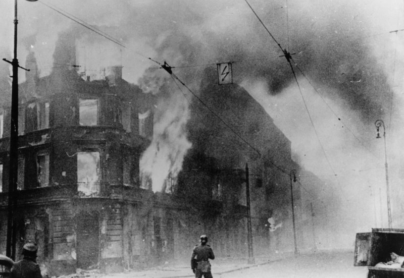Insurrection ghetto de Varsovie avril-mai 1943.jpeg