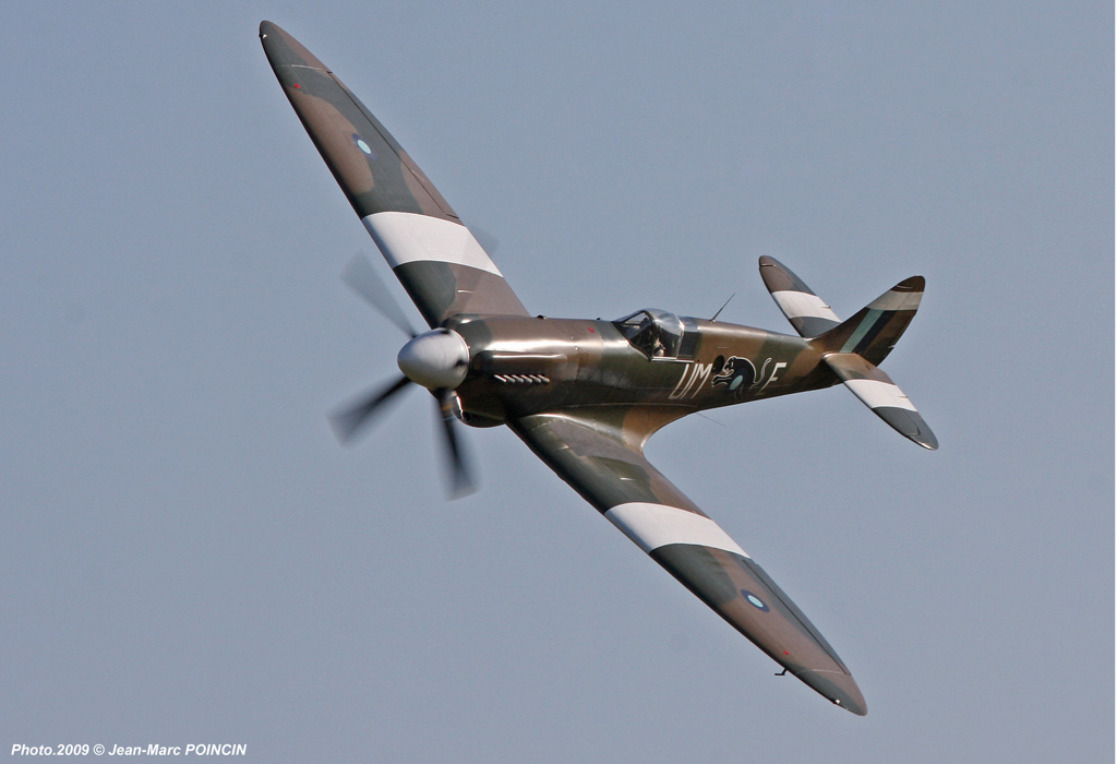 Spitfire%2019_AeroMobile2_Photo[1]_2009-J-M%20POINCIN_6318x1024.jpg