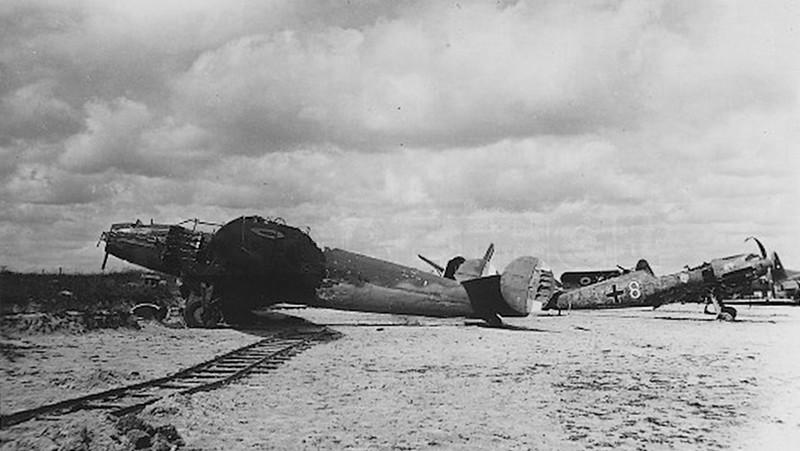 Recherches sur la base aérienne de d'Orléans-Bricy en 1940 - Page 2 2457_090220-35